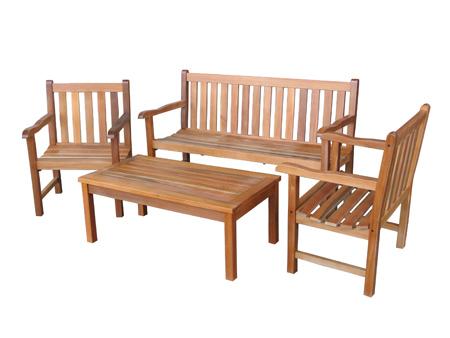 В дачный сезон особую популярность приобретает мебель для дачи: скамейки, дешевые идваны для дачи, кресла, стулья